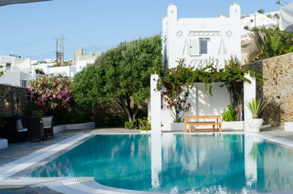 6 Reasons to Stay in Luxury Homes in Greece