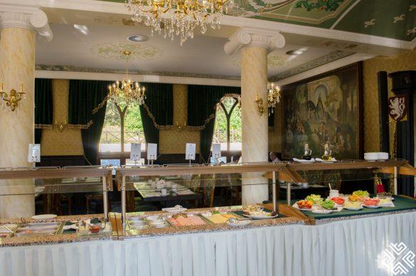 Spa & Wellness Hotel Zámek Lužec: Medieval Castle in Karlovy Vary